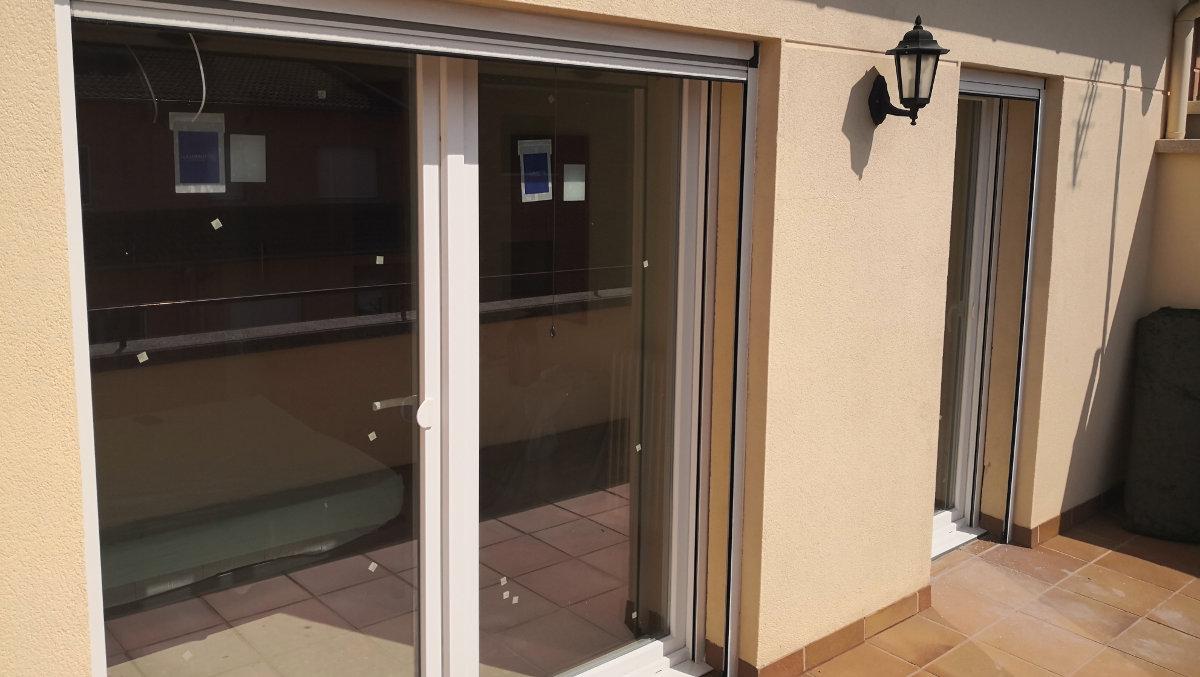 Ventanas y balconeras de PVC blanco