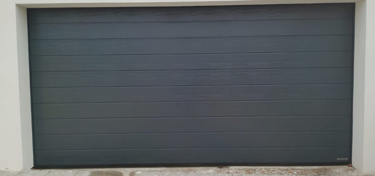 Puerta garaje grande